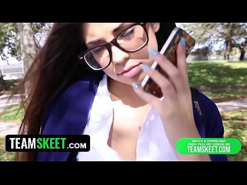 InnocentHigh schoolgirl Te a Ava Taylor i nerdy speaclai fucked hardcore