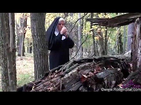 Rauchen Nonne gefickt von Teufel
