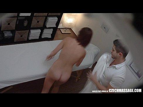 turned amateur cums on masseur