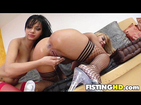 lesbian babes fisting -