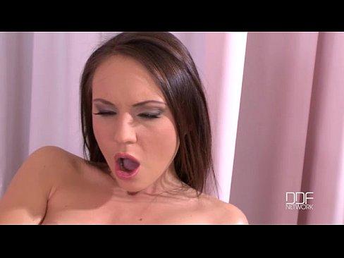 Foirfe ruisis babe Nataly Von striptease agus gneasy realtacht