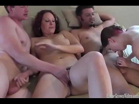 Reel amateur orgie avec deux jolies bebes