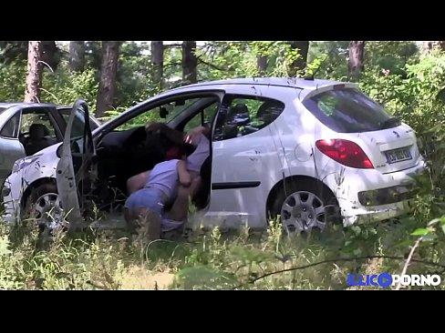 salope qui trompe son mec salope baise en voiture