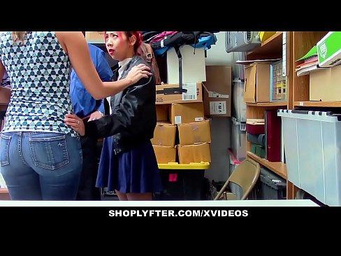 Shoplyfter maman asiatique christy amour et la fille partagent la securite bite