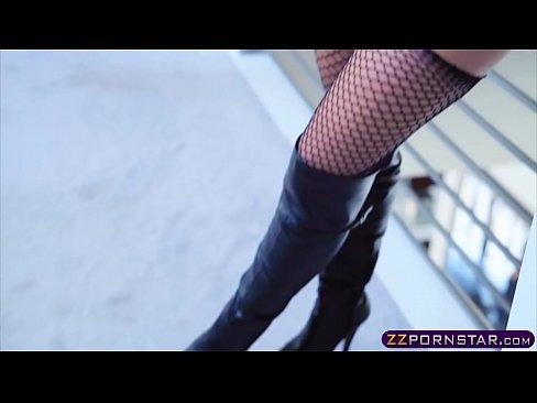 Slutty milf venus anal in latex boots