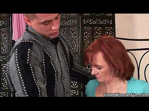 La nonna vuole il pugno e sperma caldo