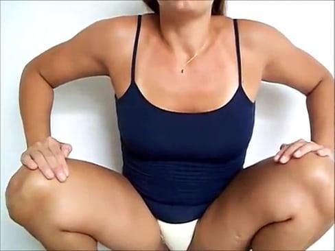 Woman flagras fazendo xixi very good