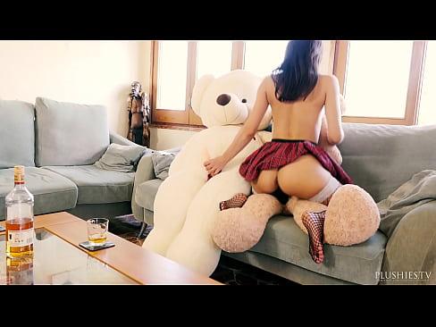 Valentina Bianco agus 2 teddy bears i bhfuil croi crua breithla pairti gneas