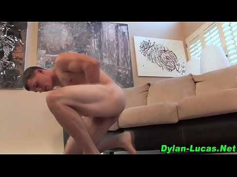 solo muscly hunk cums tugging
