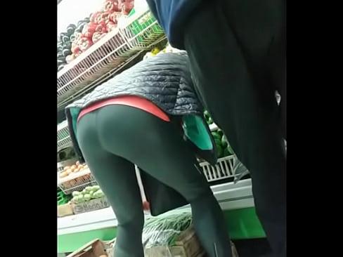 Ebony booty milf spandex in subway