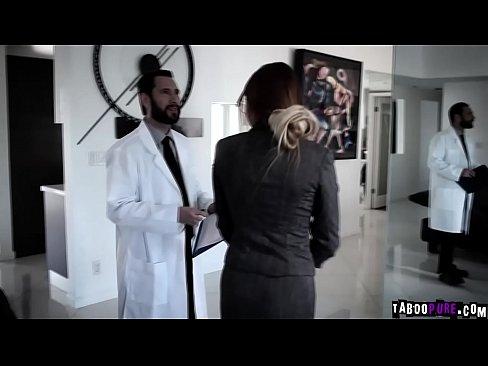 Fenomenale la scena della vergine teen Adria Rae scopata da un chirurgo plastico!