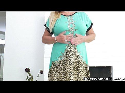 Euro granny pem lets her big old tits hang loose - 1 6