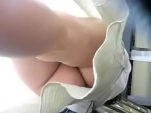 Mirando debajo de las faldas