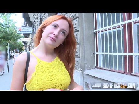 Incredibile Eva Berger Strisce fuori dei suoi Vestiti per Contanti