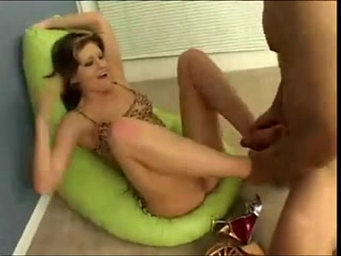 Sunny Leone And Daisy Marie Threesome Clip