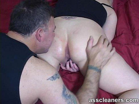 hole Guy licks pussy