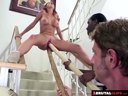 BrutalClips - Sineadh pussy a se iomlan teorainn