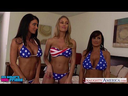 Chicas Sexy Jessica Jaymes, Lisa Ann y Nicole Aniston compartiendo polla