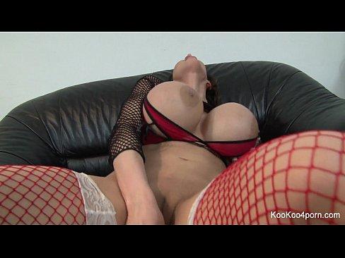 Pornstar Amy Anderssen fucks herself