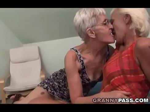 Scissoring lesbias horne fucks