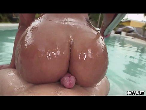 nude ebony women showering