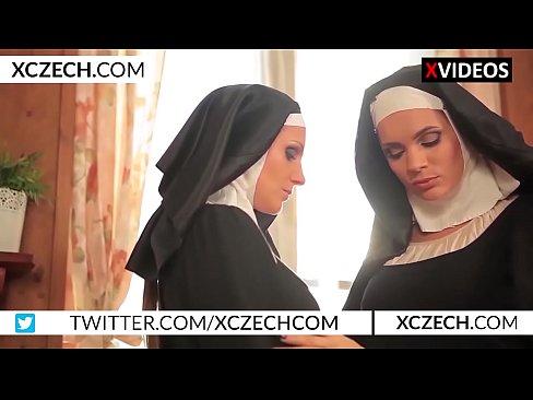 Ceca suore cattoliche a sperimentare con il sesso lesbico - XCZECH.com