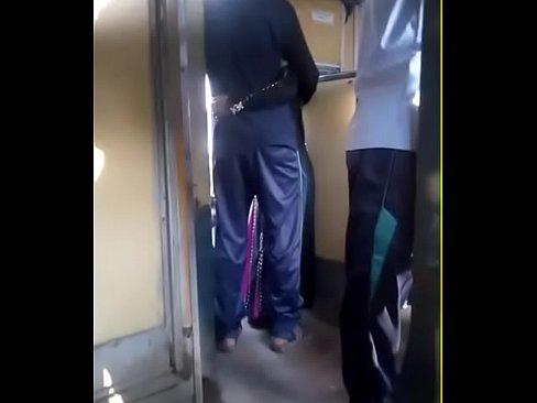 Desi Married Bhabhi affair on Train in Bangladesh - XNXX COM