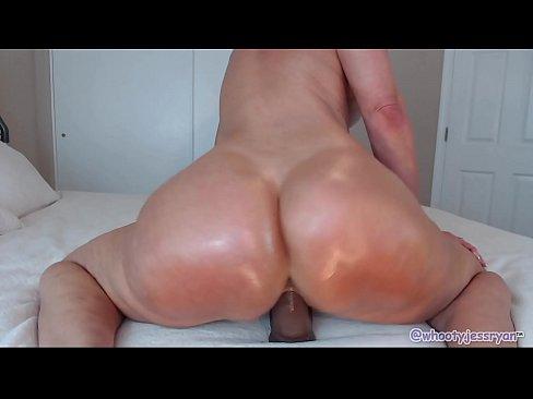 Flashing Big Milf Ass on Webcam Whooty Jess Ryan