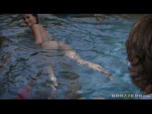 Brazzers - Karter Foxx skinny dips
