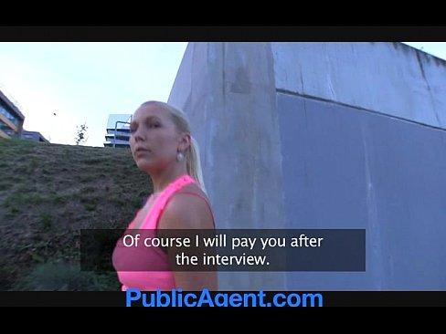 PublicAgent Russischen Blondine wird gefickt in den Buschen