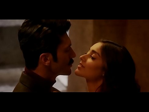 Illeana kissing scene - XNXX COM