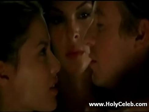 Pollyanna McIntosh in Threesome Sex with Simon Baker