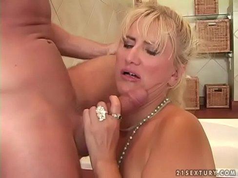 Mature woman sex photo