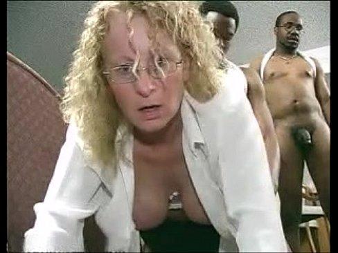 Girl peeing nude