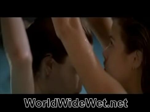 Denise Richards lesbica sesso scena