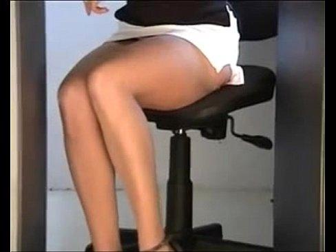 Rica milf mostrando sus piernas sexy preggo