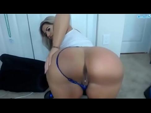 Latina shaking her ass