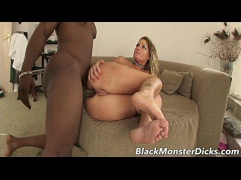 Babe gives a sexy handjob