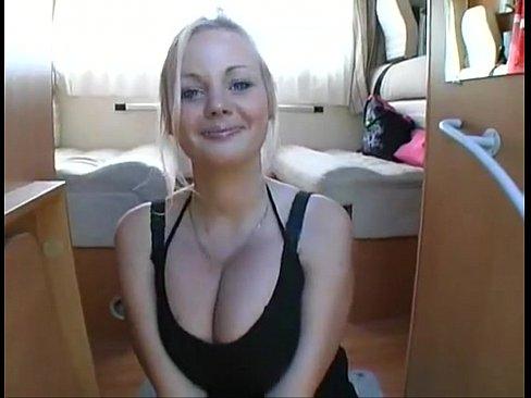 Lesbienne Blonde Gros Seins