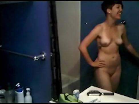 Rihanna nue se masturbe en vidéo porno