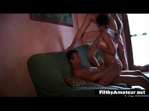 Dha moms a bhfuil gra gneas anal