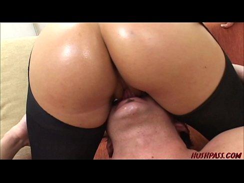 Big booty Madchen zeigt Ihren Arsch dann bekommt ein hart ficken von einem fremden