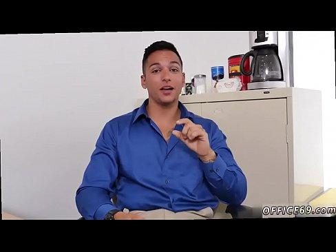 Мужчина в офисе секс