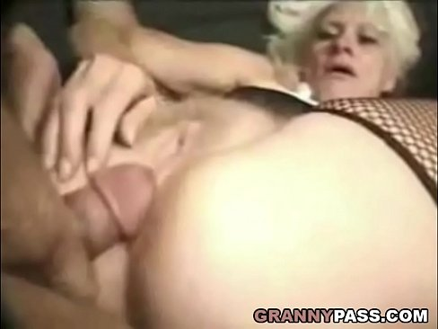 Latina booty milf nude