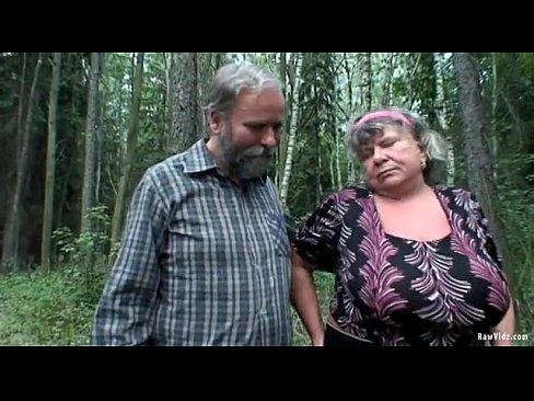 Jeune fille chaude baise vieux couple