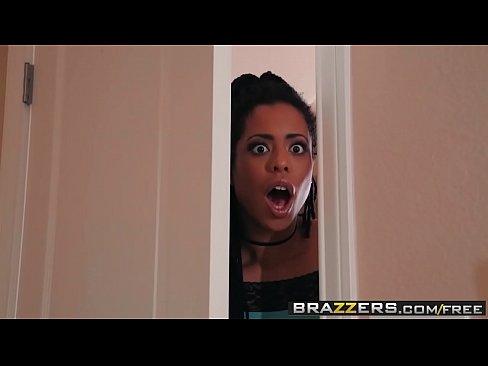 Pornstars Cosuil le Mor e - Ma ta An Dick n-Oireann Cuid 3 ardan starring Kira Noir Jessy Jones