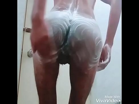 bathroom me gaand me ungli ki shampoo laga k - XNXX COM