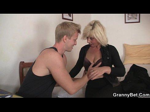 Dirty girls pissing