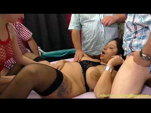 unglaublich wild Lederhose gangbang ficken Orgie