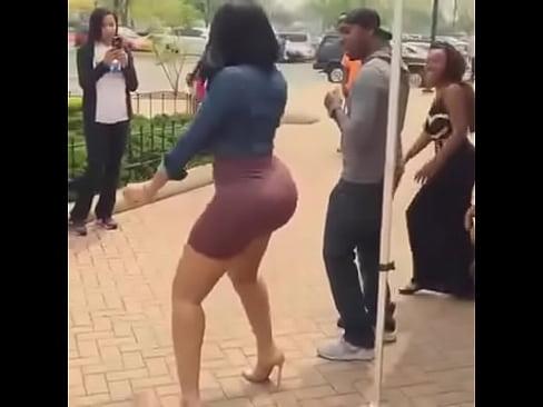 Girl shakin ass — img 12